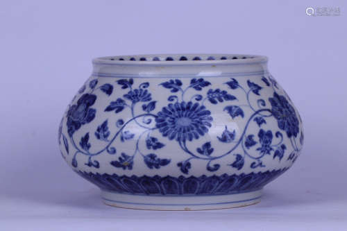 14-16TH CENTURY, A FLORAL PATTERN BLUE&WHITE POT, MING DYNASTY