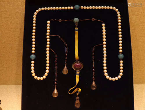 17-19TH CENTURY, A STRING OF WHITE PEARLS COURT BEADS, QING DYNASTY