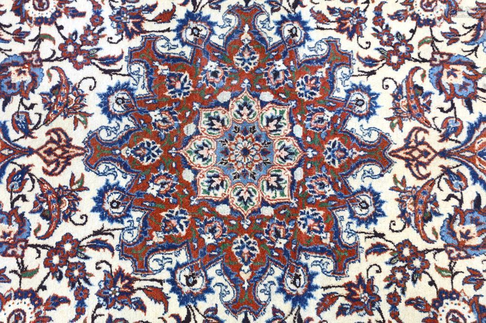 A VERY FINE ISFAHAN RUG, CENTRL PERSIA approx: 7ft.3in. x 4ft.9in.(221cm. x 145cm.) Very good colour