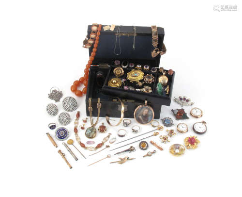 A small jewellery casket with lift-out tray containing various items of jewellery etc, including