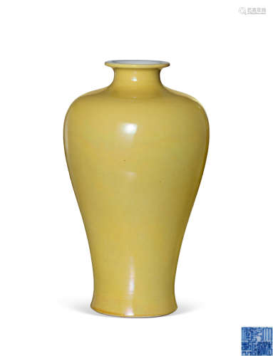 清乾隆 黄釉梅瓶
