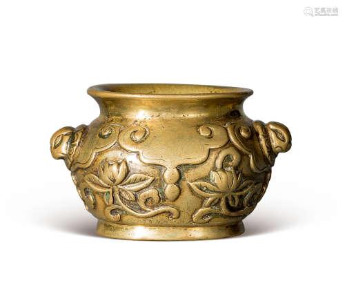 清 铜雕折枝莲纹狻猊耳炉
