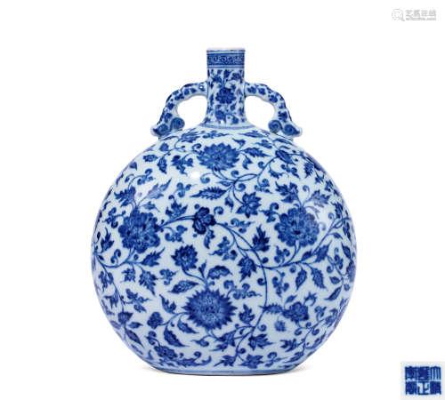 清雍正 青花缠枝四季花卉纹抱月瓶