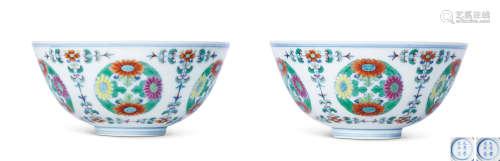 清雍正 斗彩团菊纹碗 (一对)