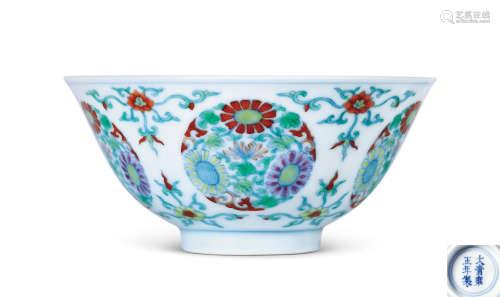 清雍正 斗彩团菊纹碗