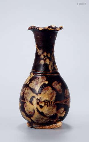 元 吉州窑花草纹花口瓶