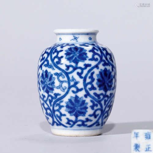 清雍正 浆胎青花缠枝莲纹匙筋瓶
