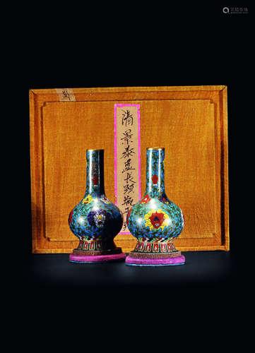 清乾隆 铜胎掐丝珐琅缠枝宝相花长颈瓶 (一对)