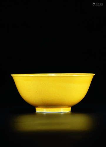 清道光 黄釉撇口碗