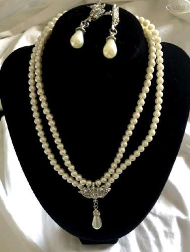 ELEGANT PEARL NECKLACE AND EARRINGS SET