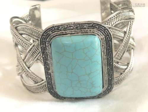 TRENDY TURQUOISE STONE CRISS CROSS BANGLE