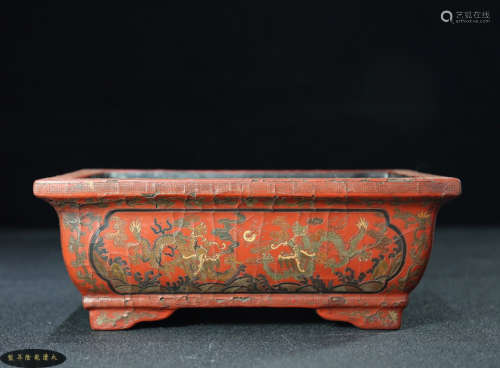 A LACQUER WOOD CARVED GRAGON PATTERN JAR