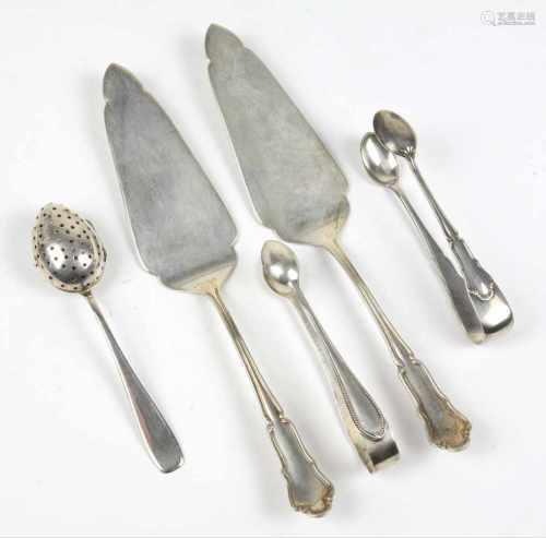 Posten Vorlegeteile - Silberpunziert, Silber 800 u. 835 dt. mit Halbmond & Krone, 2 Tortenheber u.