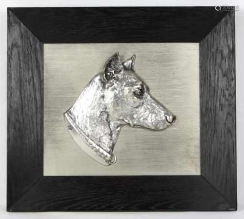 Hunde ReliefbildMetall versilbert, rechteckige Platte mit plastisch reliefiertem Hundekopf,