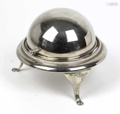 Kaviardose mit GlaseinsatzMetall vernickelt, kugeliger Korpus mit gestuftem Rand auf 3 mit Rocaillen