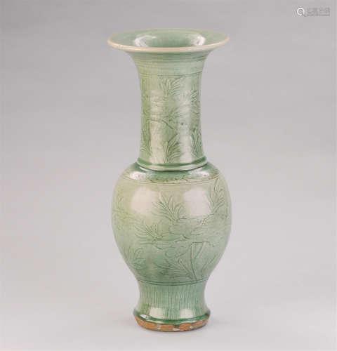 明代(1368-1644) 龙泉窑刻花卉纹撇口大瓶