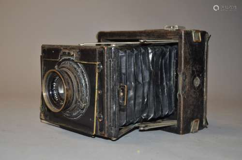 A Zeiss Ikon Nettel 870/7 9 x 12 cm Press Plate Camera, condition P, missing focusing knob, rear