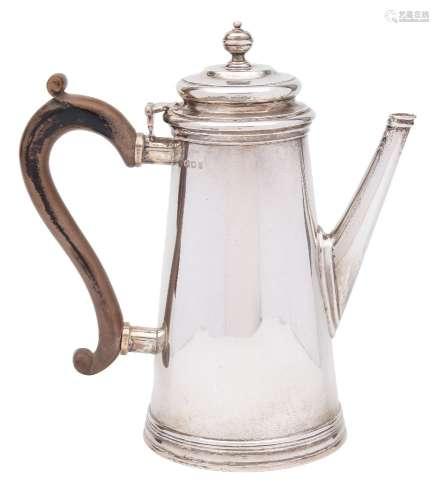 A George V silver coffee pot, maker C S Harris & Sons Ltd, London,