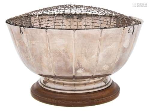 An Elizabeth II silver rose bowl, maker Henry Clifford Davis, Birmingham,