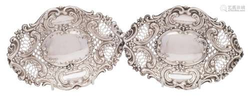 A pair of Victorian silver bon bon dishes, maker Synyer & Beldoes, Birmingham,