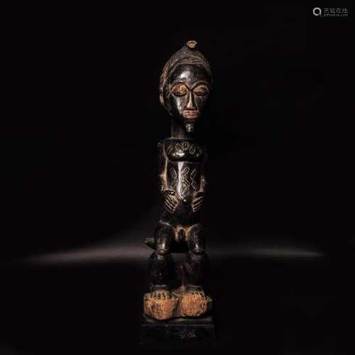 Côte d'Ivoire, Baoulé Statue de chef assis sur ...