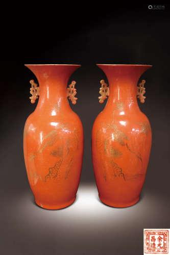 民初  珊瑚紅描金松鶴紋雙龍耳瓶一對