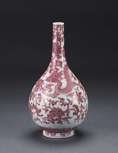 大清乾隆年制釉里红龙纹胆瓶