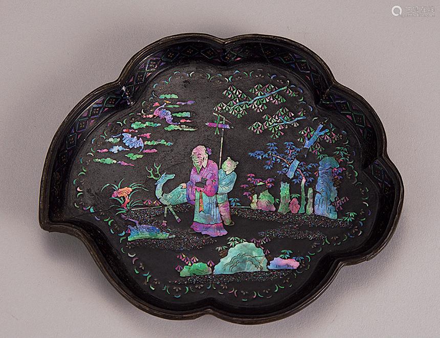 清 黑漆五彩螺钿海棠形盘