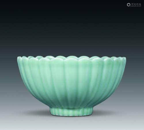 清 粉青釉菊瓣碗
