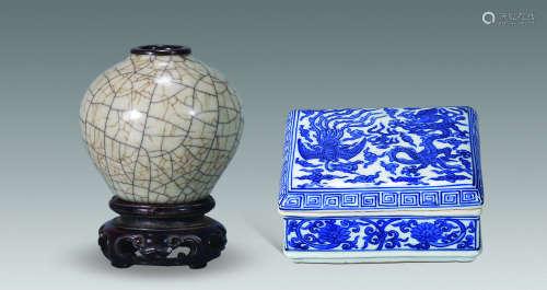 明清 仿官水盂、青花印盒 (两件)