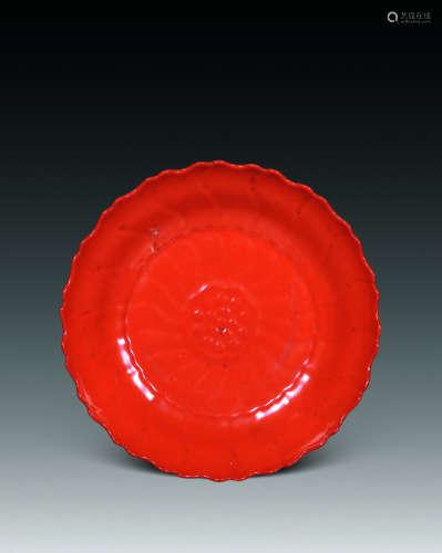 清雍正 珊瑚红印莲花花口盘