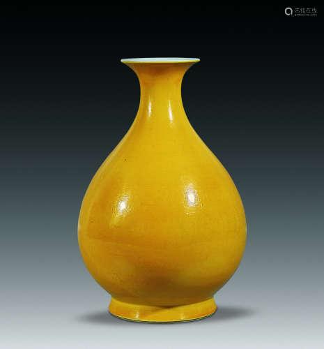 18世纪 黄釉玉壶春瓶