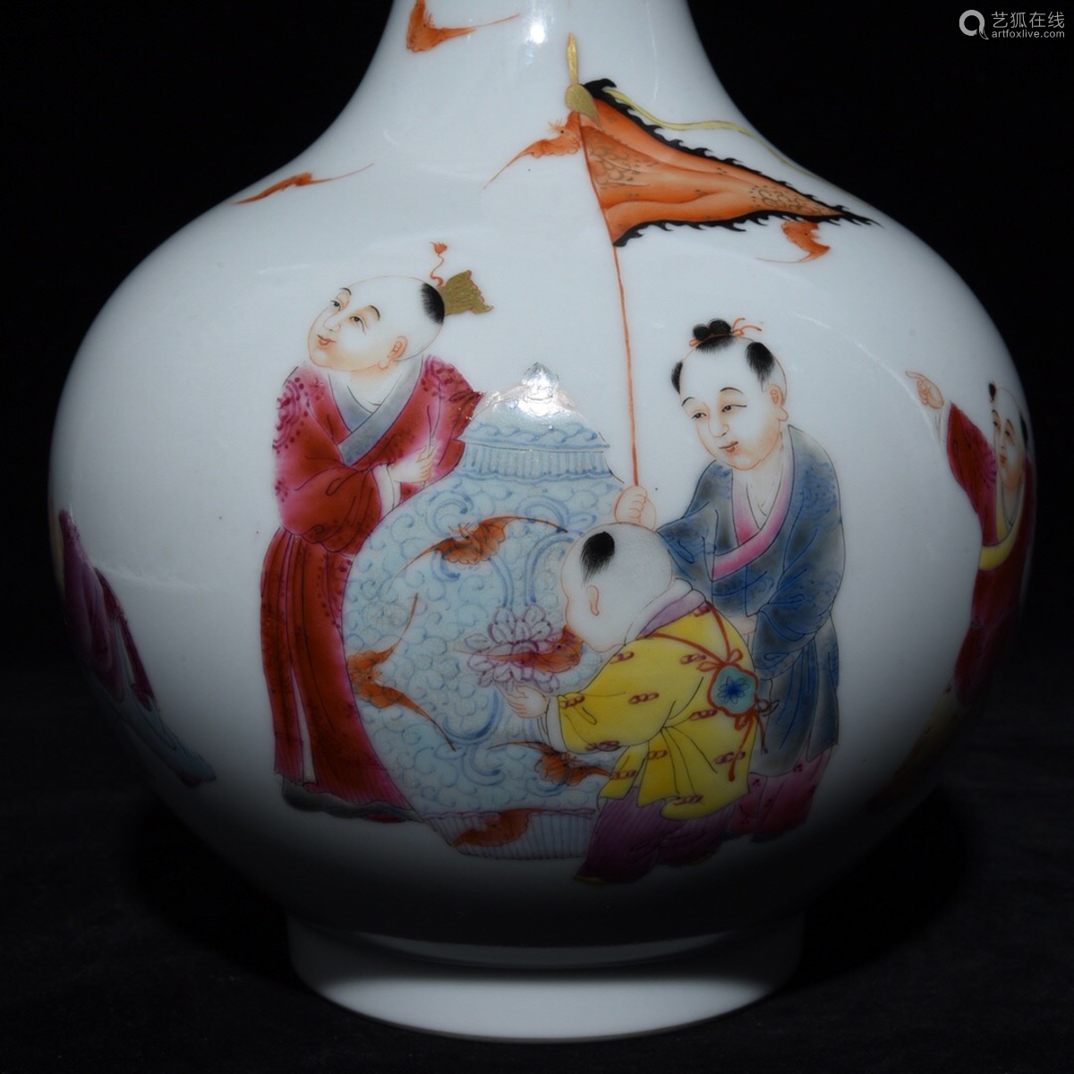 A HILDREN AT PLAY PATTERN VASE