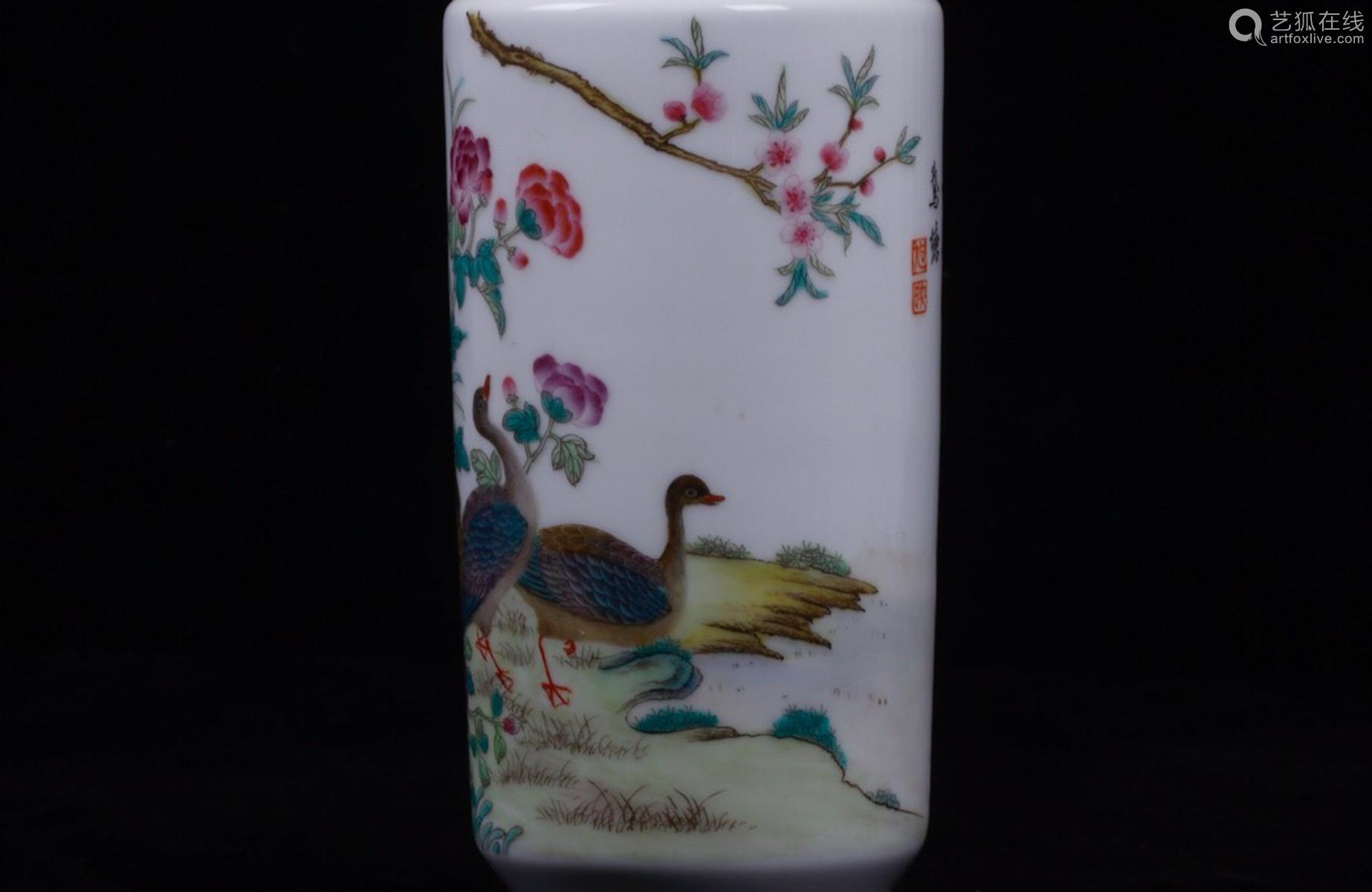 A BIRD&FLORAL PATTERN FAMILLE ROSE VASE