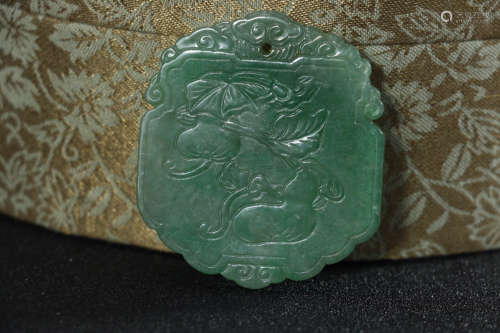 17-19TH CENTURY, AN OLD JADEITE PENDANT, QING DYNASTY