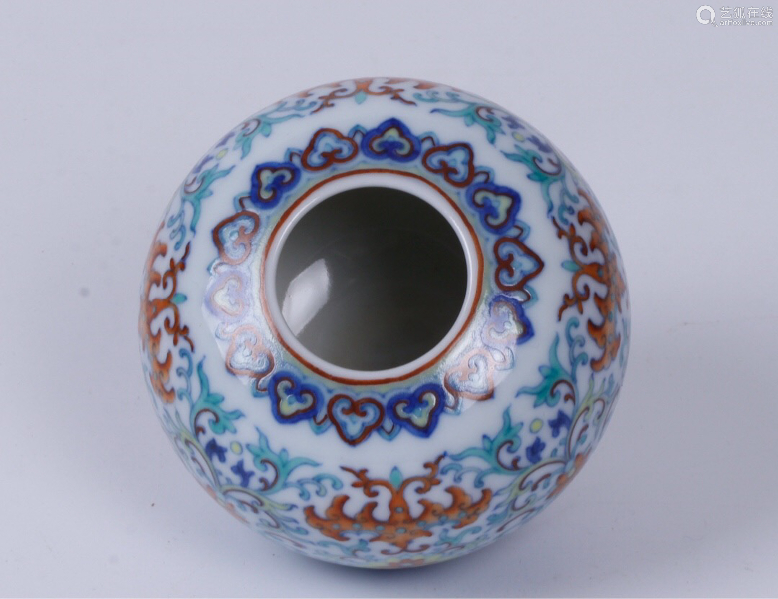 A FLORAL PATTERN COLOUR GLAZED WATER POT
