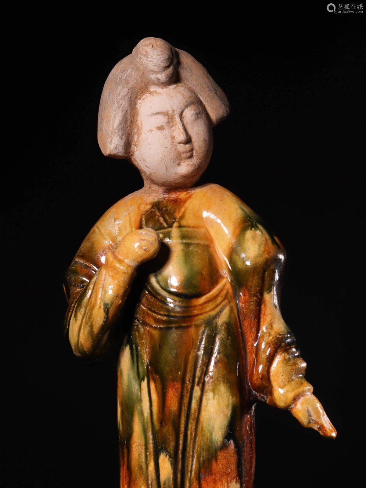 (618-907 CE) A TANG TRI-COLOR GLAZED FAT GIRL STATUE, TANG DYNASTY