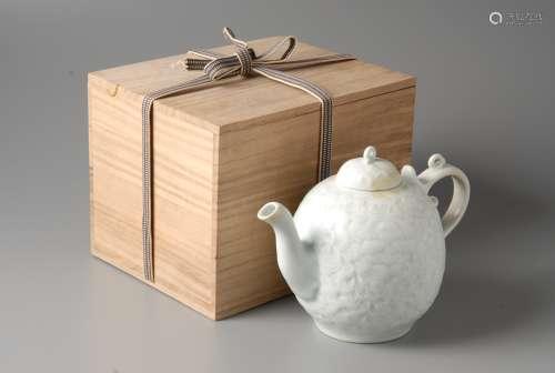 2-A5 青瓷刻花茶壶