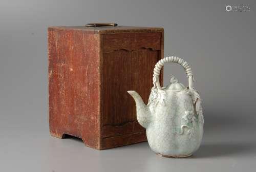 2-A2 青瓷茶壶