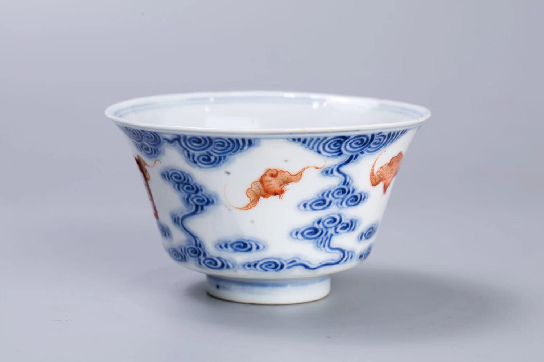 北京市文物公司旧藏 清光绪 青花梵红彩云蝠纹碗