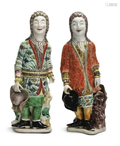 TWO RARE CHINESE EXPORT FIGURES OF EUROPEAN GENTLEMEN, QING DYNASTY, KANGXI PERIOD, 1700-15