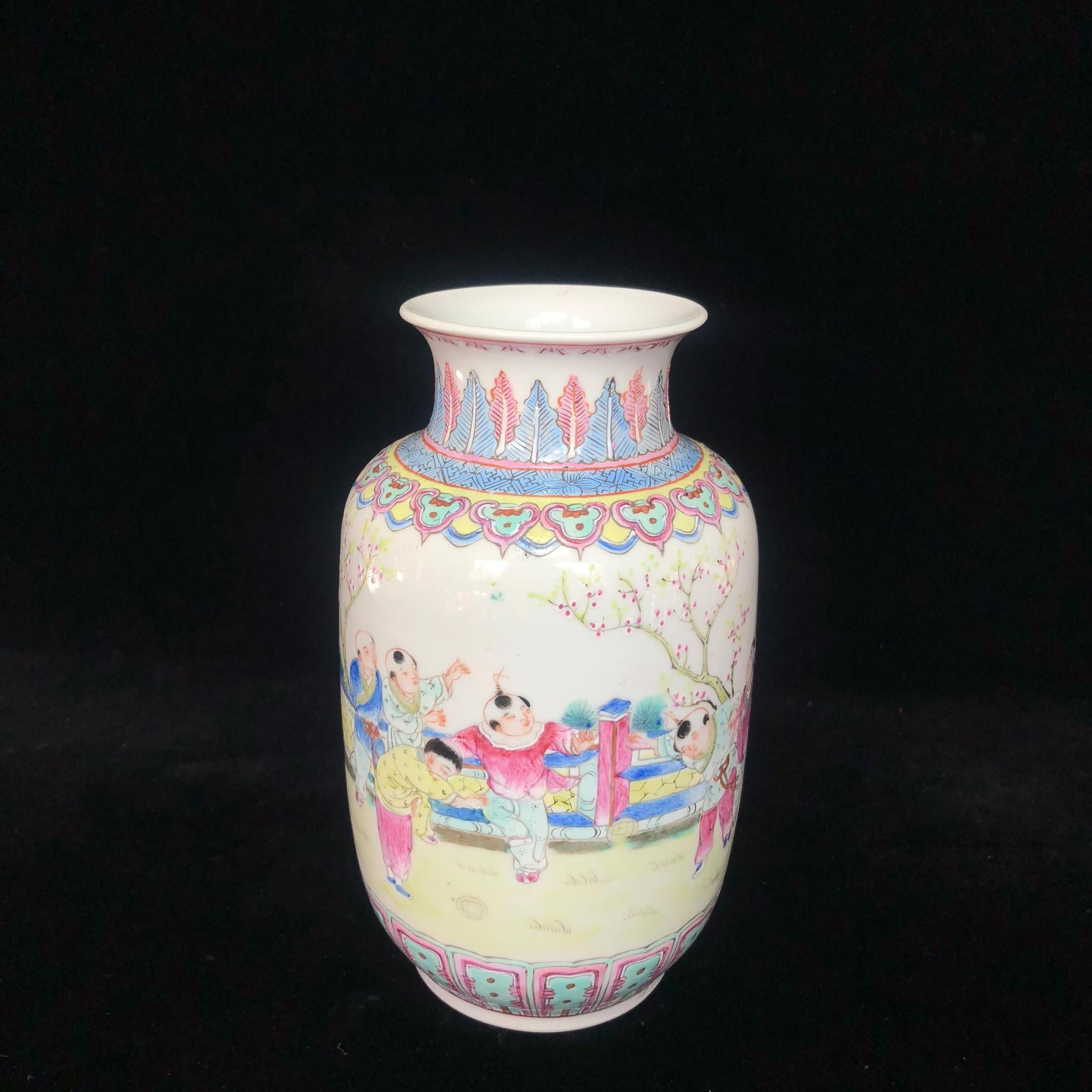民国粉彩婴戏图灯笼瓶