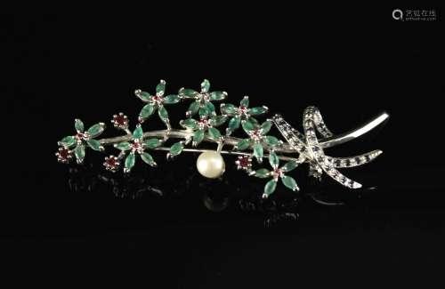 银镶淡水珍珠蓝宝石石榴石和祖母绿胸针