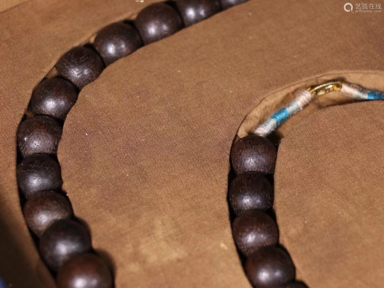 A CHENXIANG WOOD BEADS STRING NECKLACE