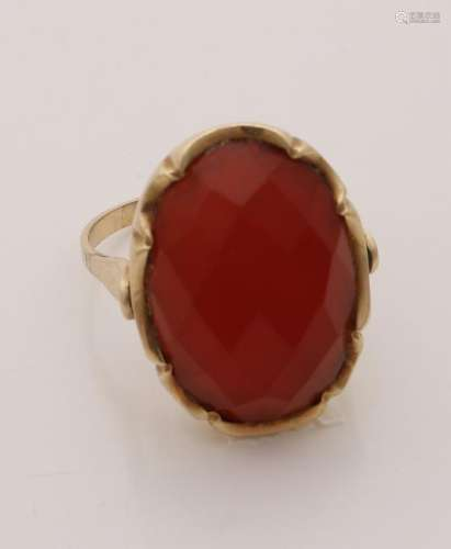 Yellow gold ring, 585/000, with carnelian. Ring with a