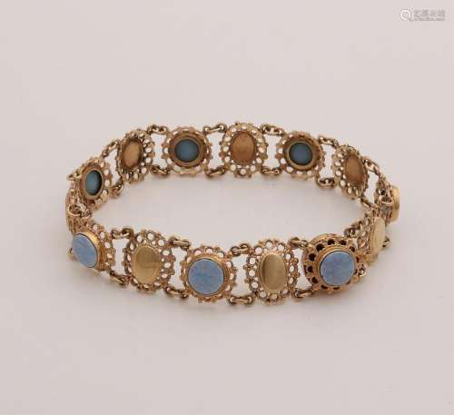 Yellow gold bracelet, 585/000, with opal. Bracelet with