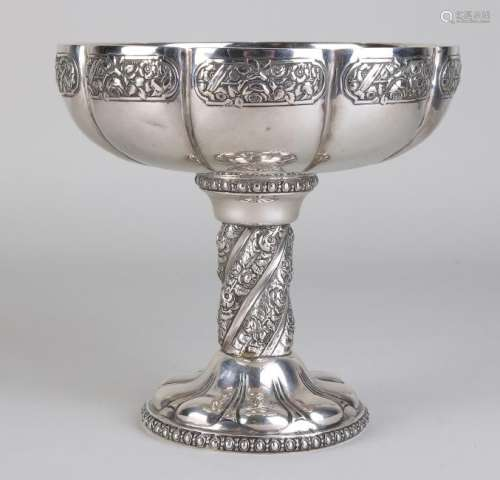 Generous silver bowl, 800/000, placed on a high round