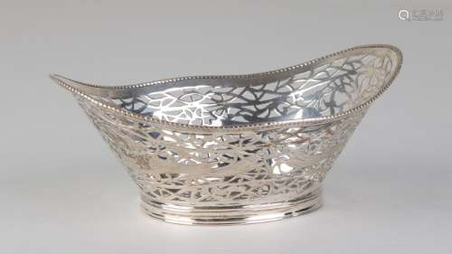 Silver basket, 835/000, oval model with sloping pearl