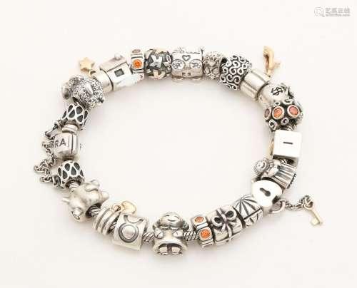 Silver Pandora bracelet, 925/000, with 22 Pandora