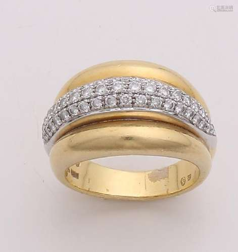 Ornate yellow gold ring, 750/000, with diamonds. Wide
